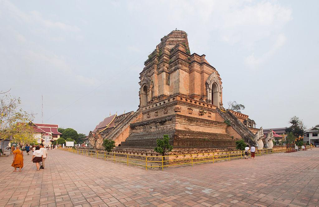 1024px-Chedi_Luang_-_Chiang_Mai