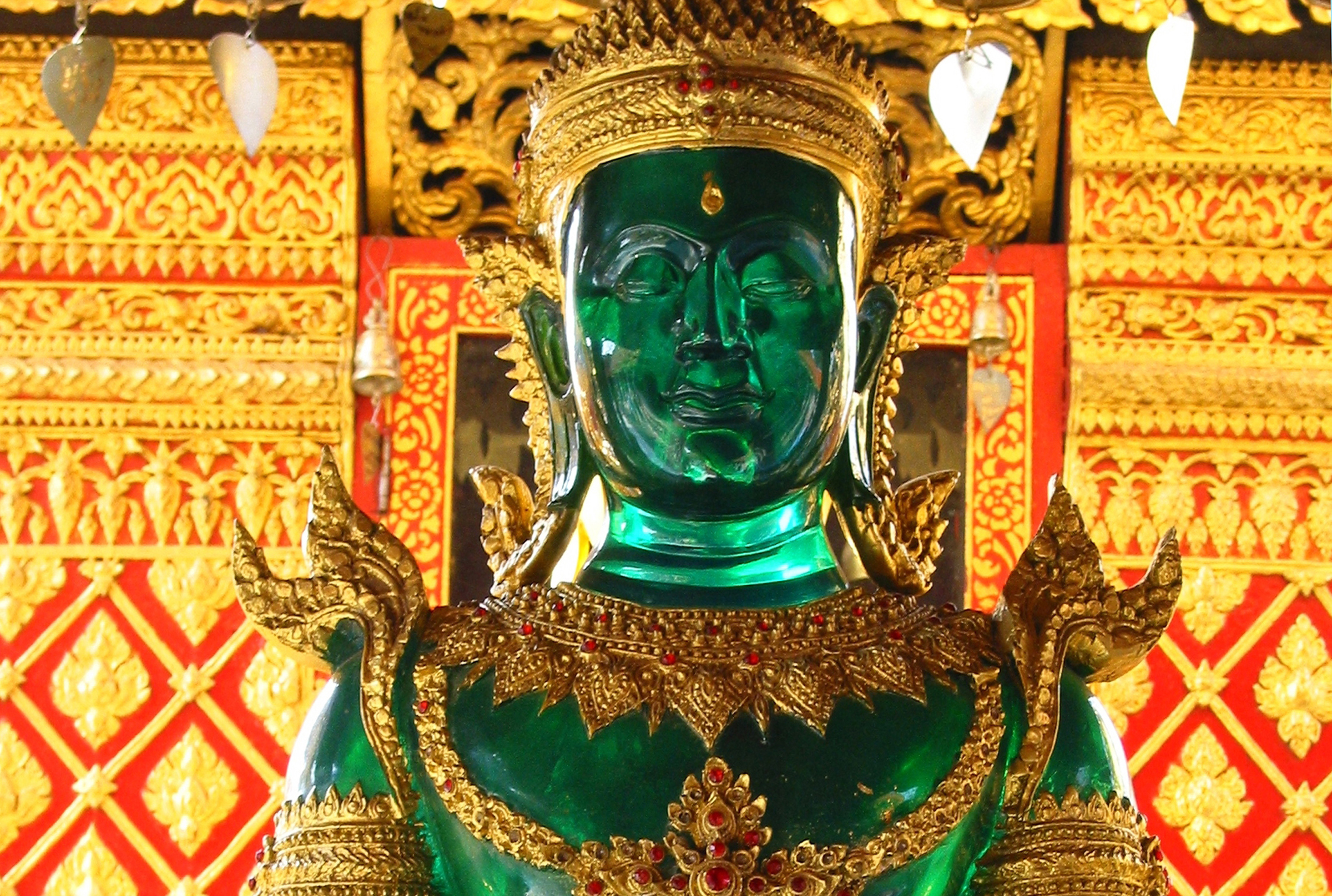 emerald-buddha-wat-doi-suthep-wp