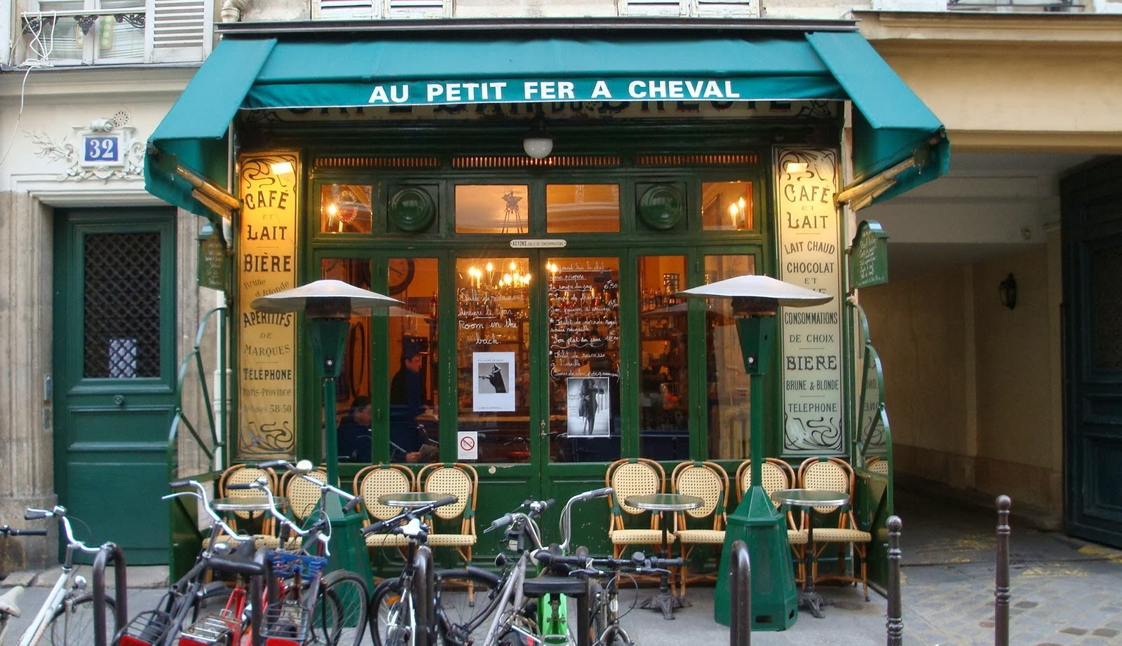 Caf_-Paris-Fran_a-3